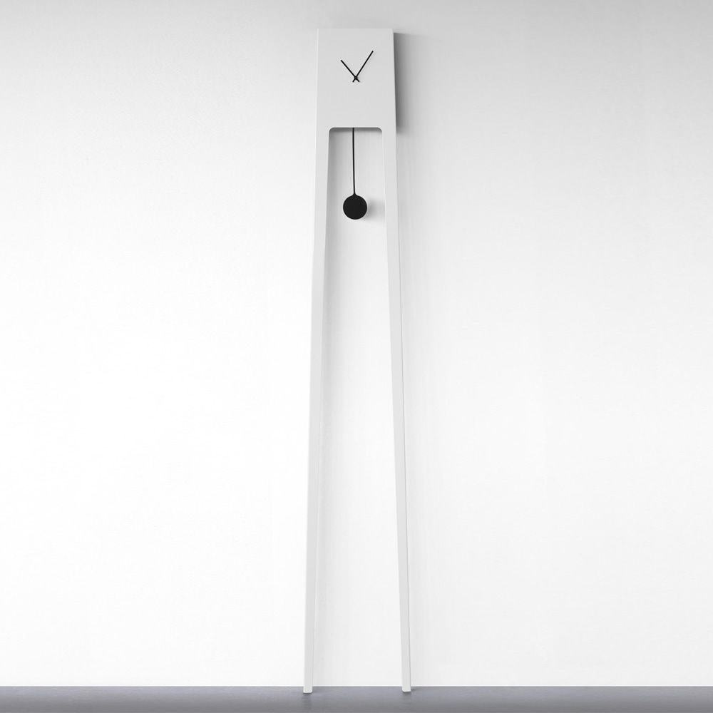 Wall clock made of varnished metal, white colour