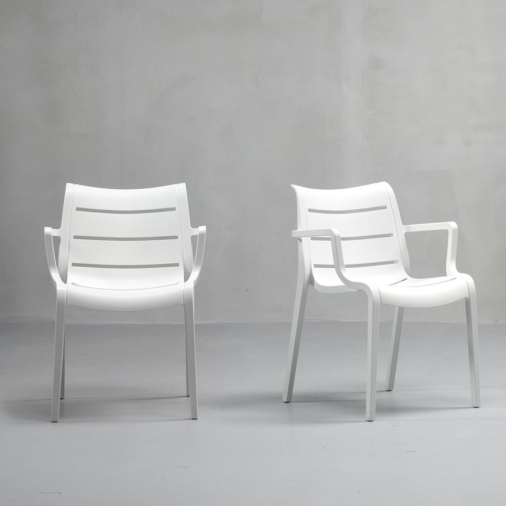Stackable chairs in white colour