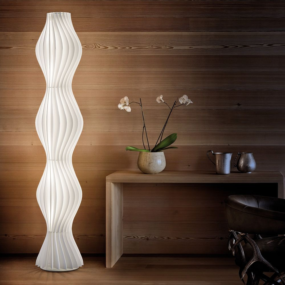 Floor lamp in white polycarbonate