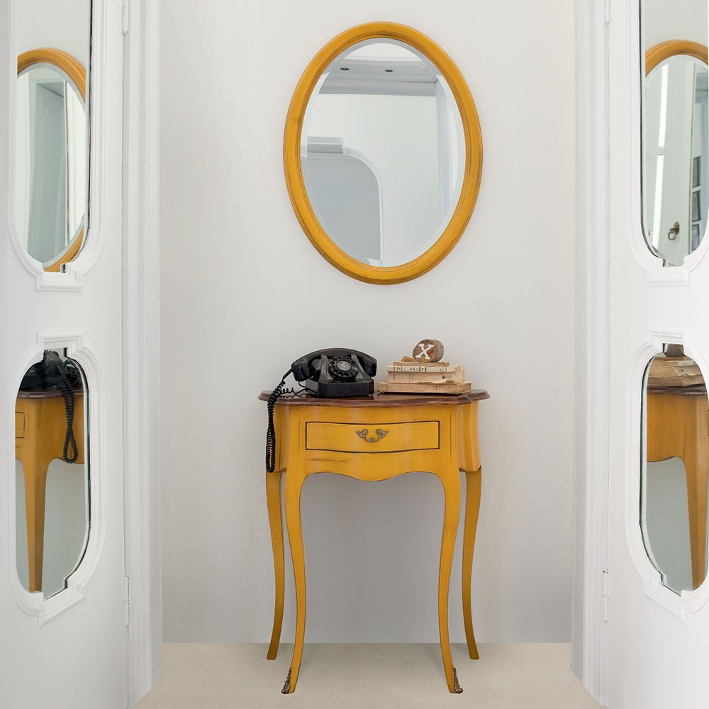 Oval mirror with classic frame made of honey yellow lacquered old-looking wood, matched with Ottante 3802 console