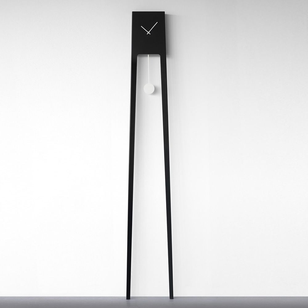 Wall clock made of varnished metal, black colour