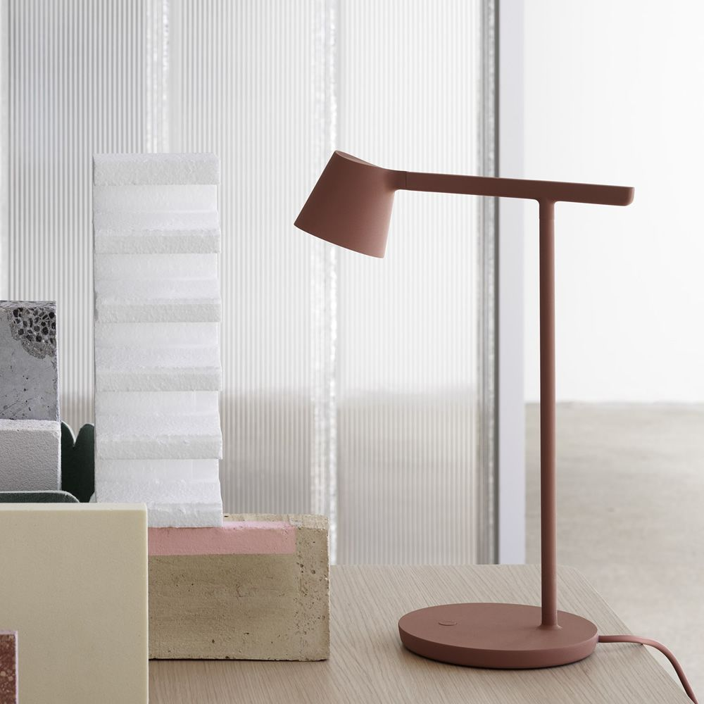 Table lamp in varnished aluminium, copper colour