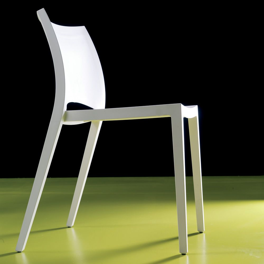 Chair in white plastic