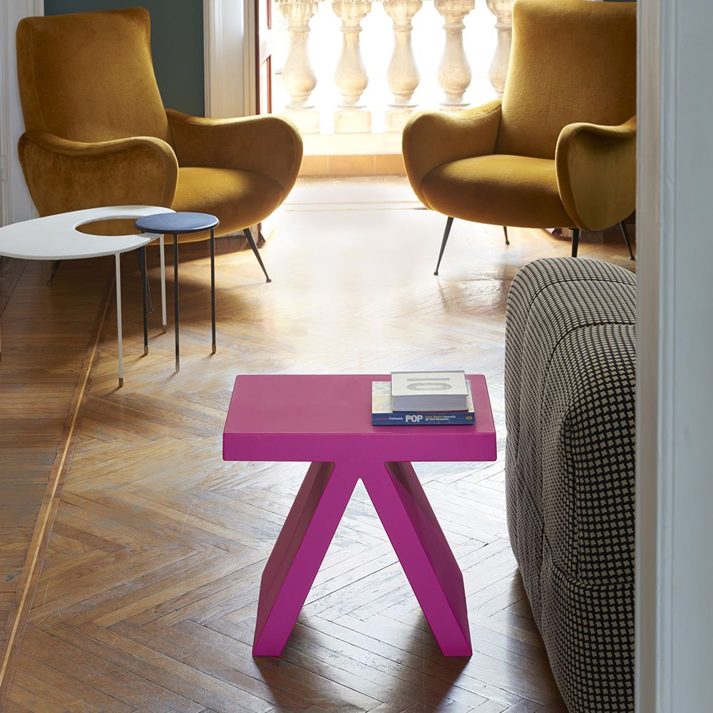 Polyethylene coffee table, also for garden, available in different colours
