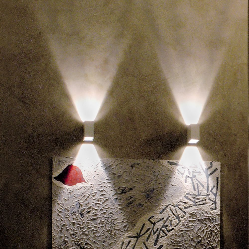 Wall lamp design, in white metal (S)