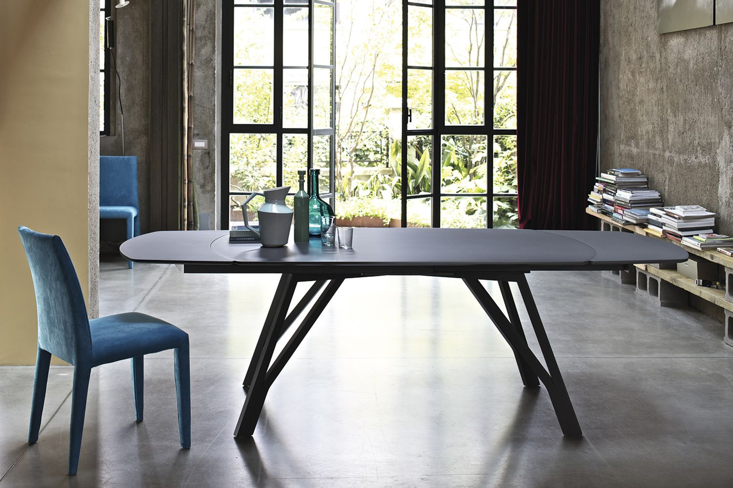 Designer table in anthracite grey lacquered steel and anthracite grey lacquered wood top