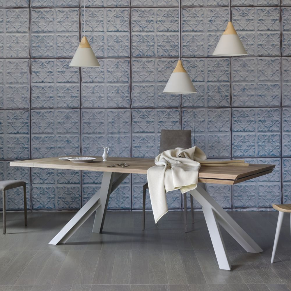 Rectangular table in white varnished metal, with top in oak wood