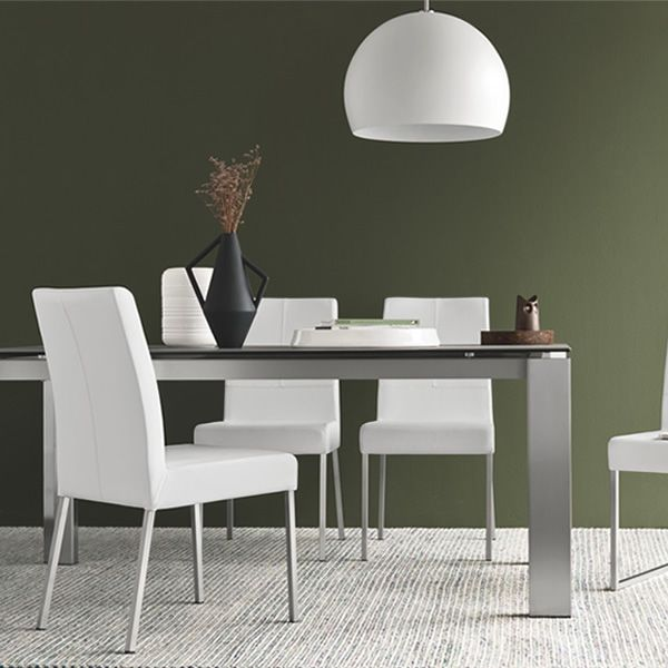 Extendable table with brushed metal frame