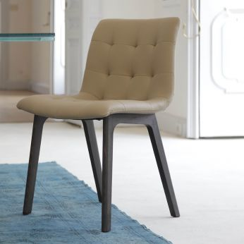 Kuga wood - Spessart oak chair, with seat in sand colour imitaion leather