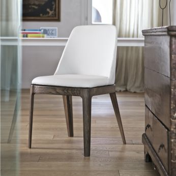Margot - Chair in elm wood, with cushion in light grey imitation leather