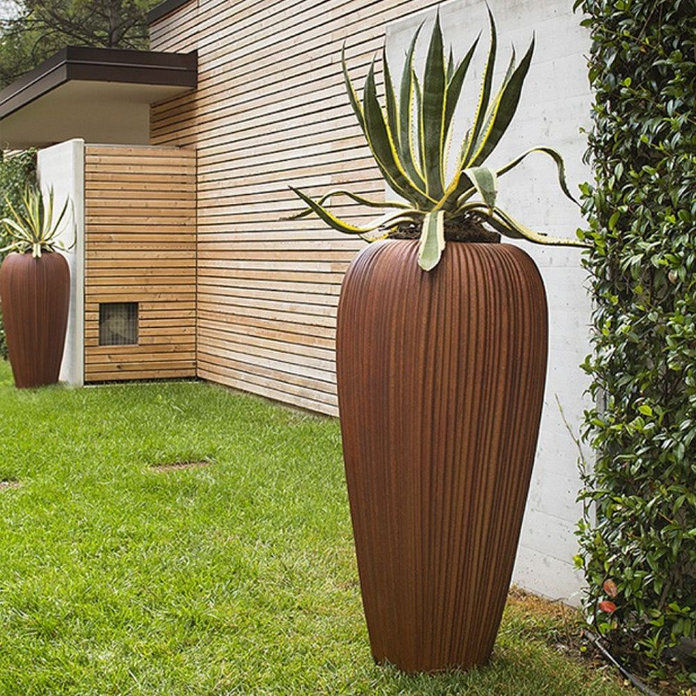 Vase made of Poleasy®, in copper colour with oxidized paint effect, also for outdoor