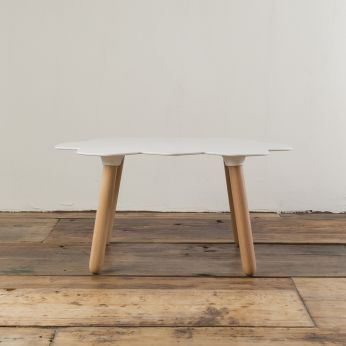 Tarta-T - Design coffee table made of beech wood with lacquered polyurethane top