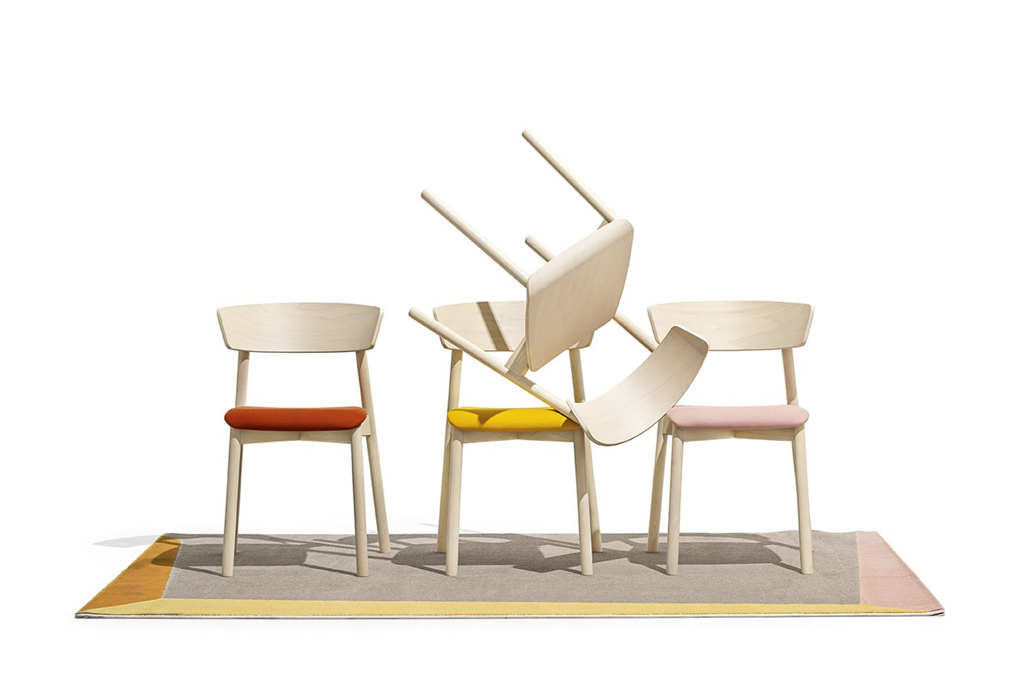 Tapì rug by Connubia matching with Clelia chairs