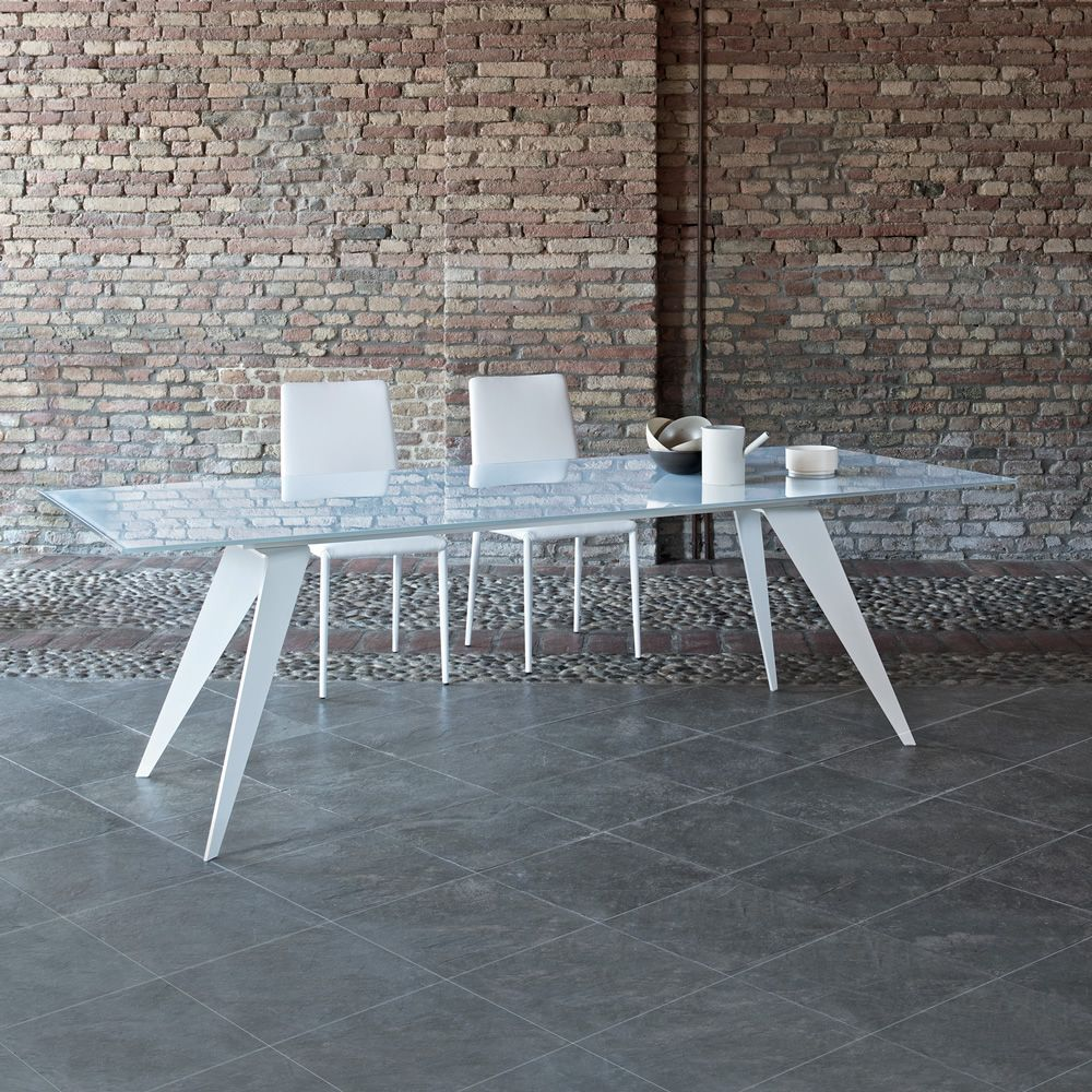 Table with metal base lacquered white and top in glossy white lacquared glass
