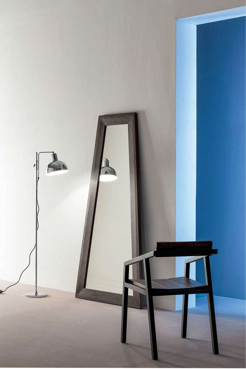 Mirror with wood frame in slate grey laquered colour