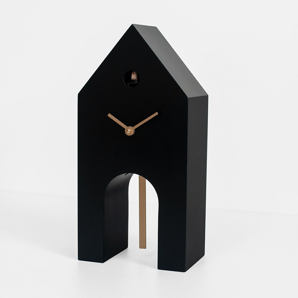 Cuckoo clock with pendulum, black and gold