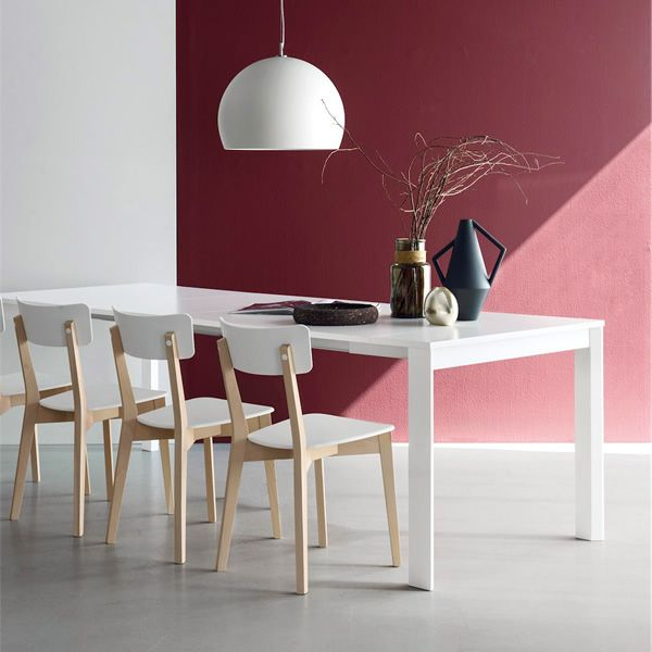 Extendable table made of white varnished metal with white laminate top, matched with CB1528 Jelly chairs