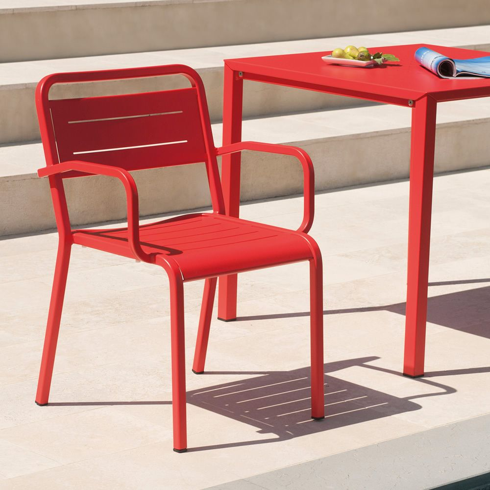 Aluminium armchair in red varnished