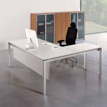 Office X4 02 - Scrivania pc con struttura cromata e piano bianco (gonna protezione inferiore optional)