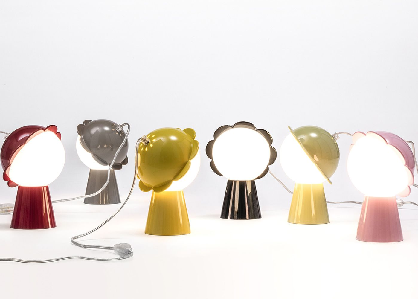 Flower-shaped lamp, available in different colours