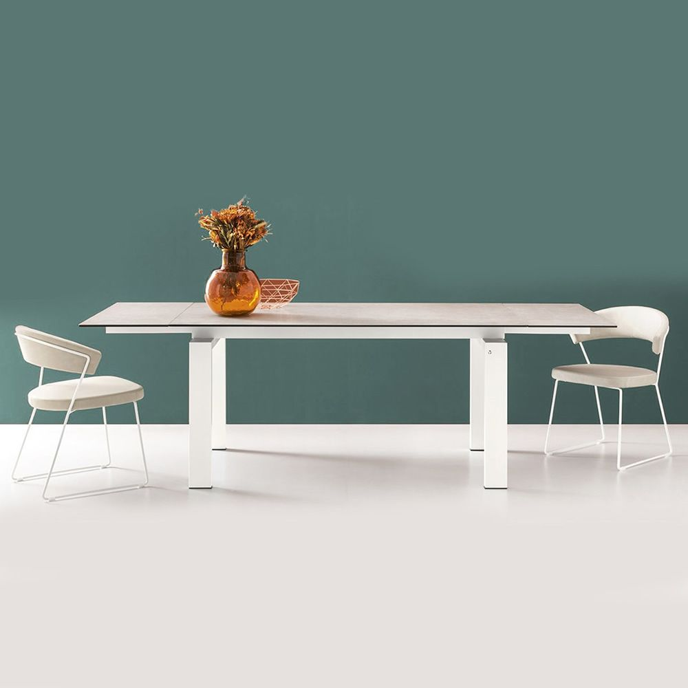 Extendible table in white varnished metal, with salt ceramic top
