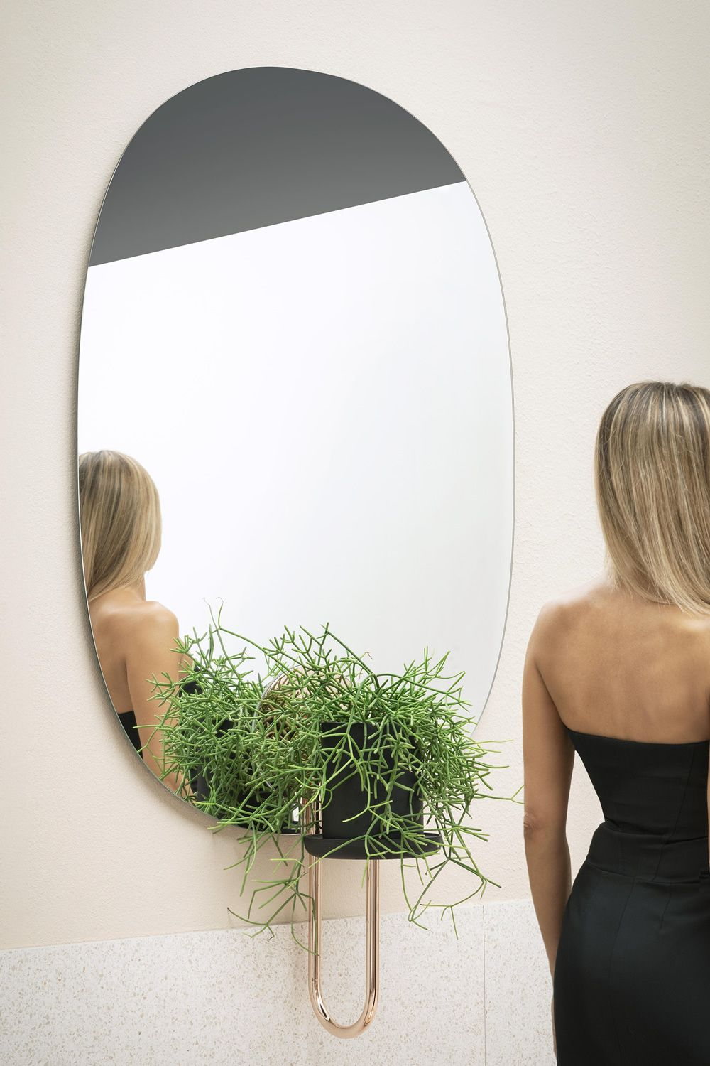 Wall flower pot with mirror