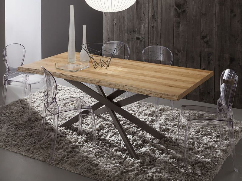 Metal table in London grey varnished, debarked natural oak top, matching with Queen 650 chairs