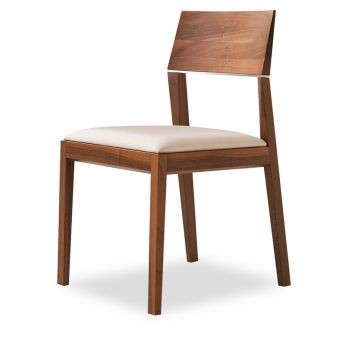 Tendence - Modern chair with wooden structure and leather seat by Tonon