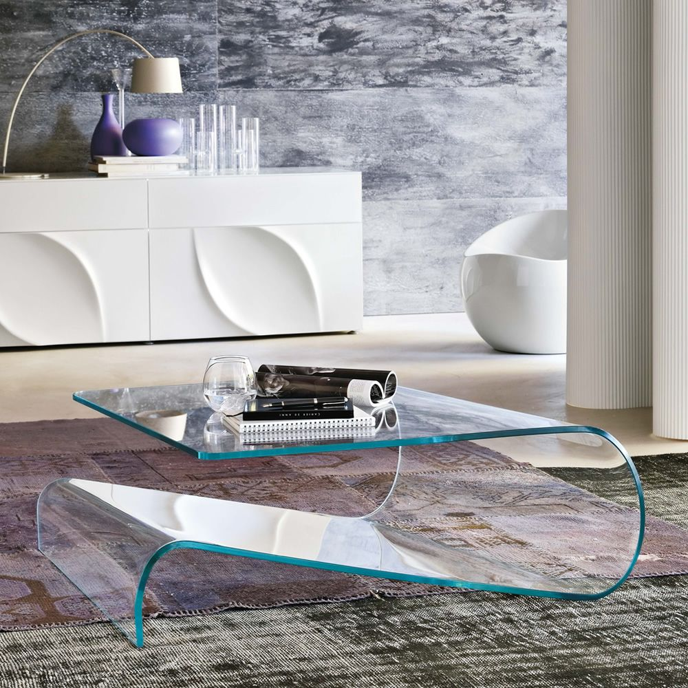 Design coffee table made of extra clear transparent glass