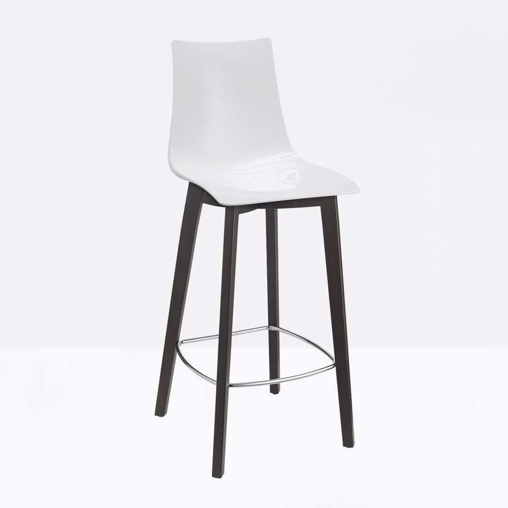 Modern stool with beech structure in wengè dyed, polycarbonate shell in white colour