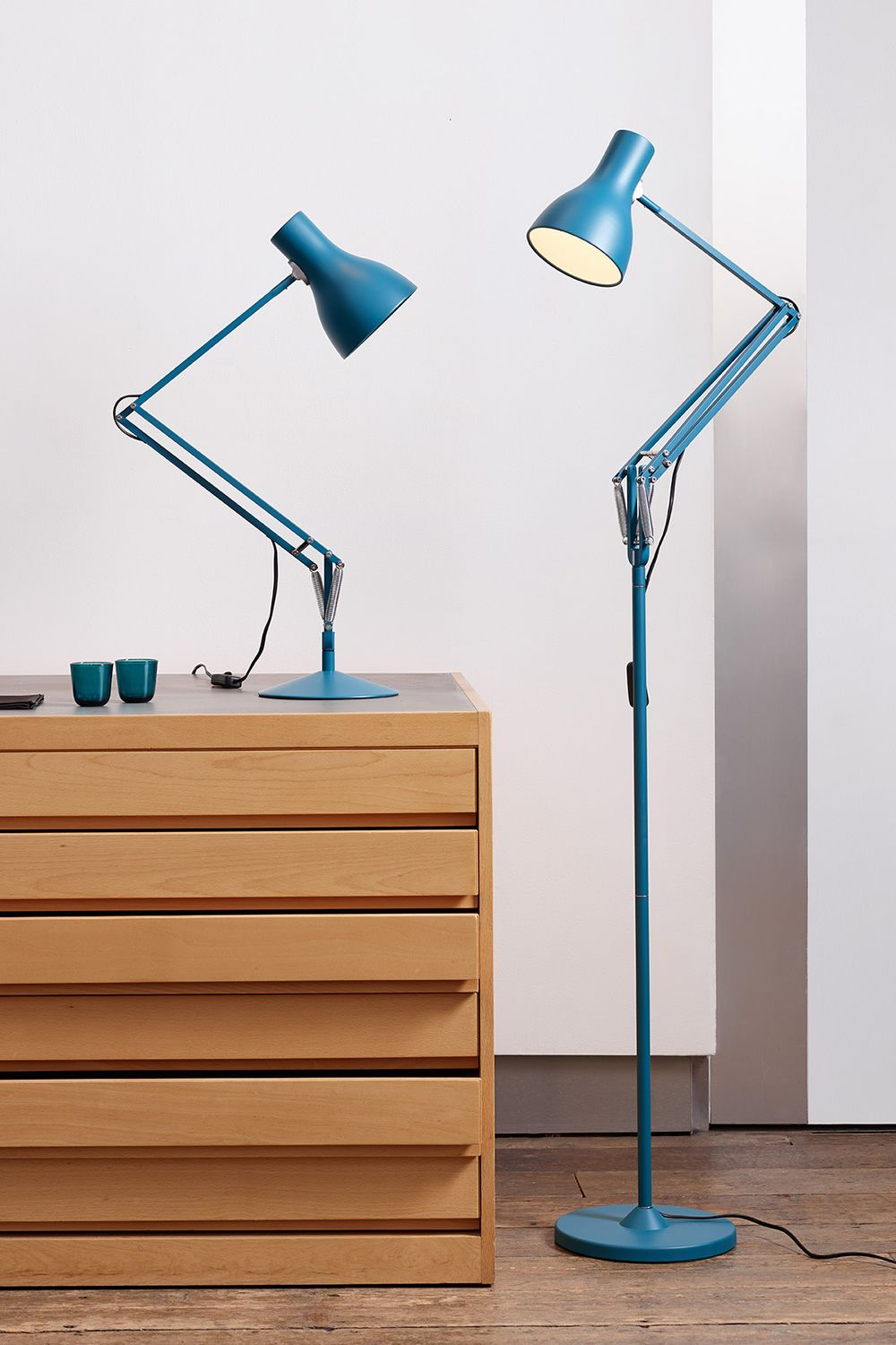 Floor lamp in aluminium, matched with table lamp