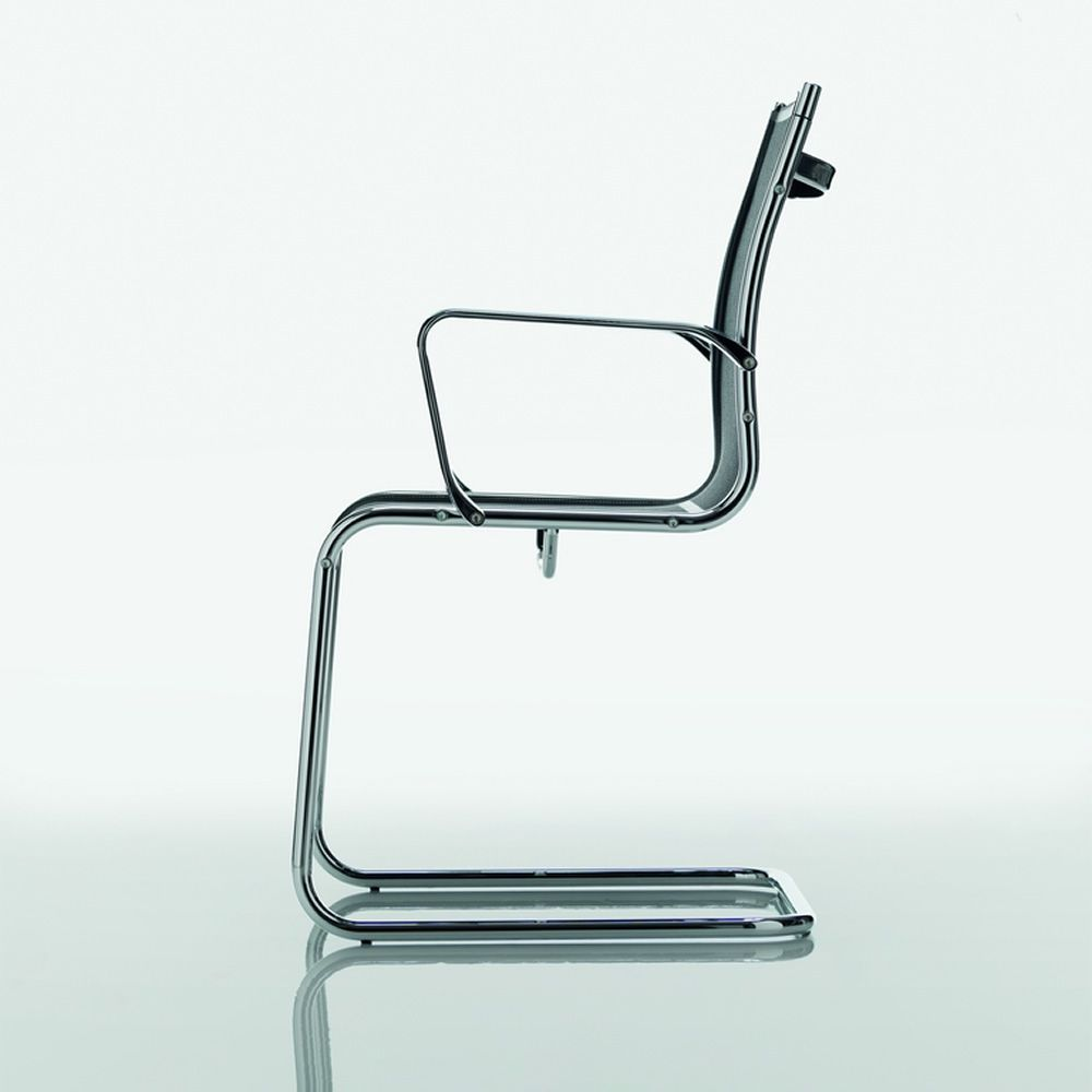 Office chair with seat in plastic mesh