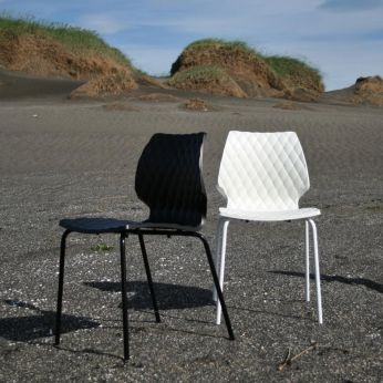 Uni 550 - Chairs in white or black varnished steel