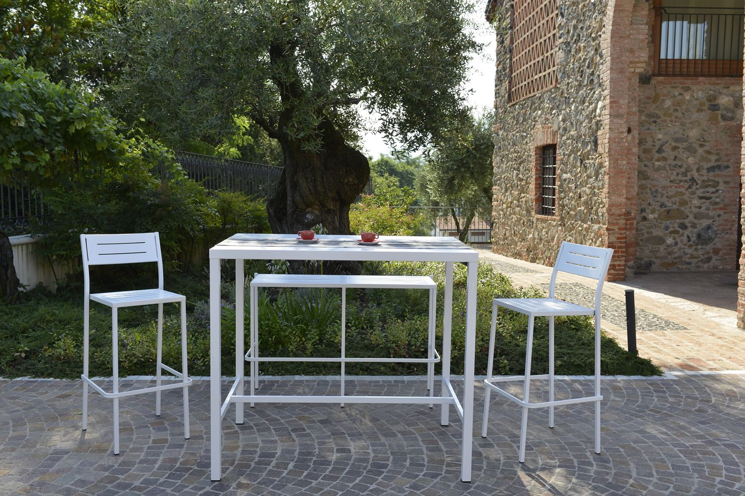 High metal table, white colour, for outdoor, matched with RIG72H stools and RIG72A bench
